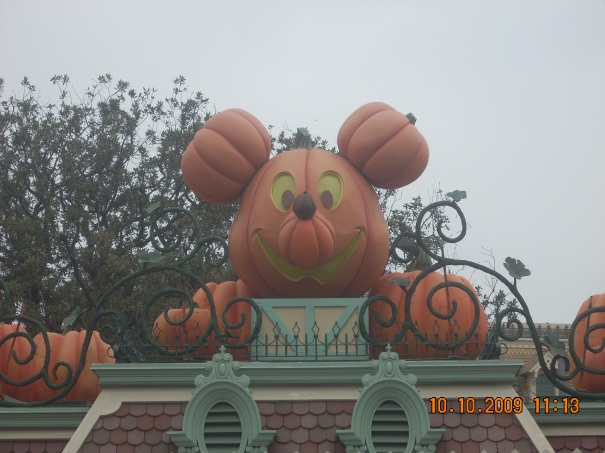 Halloweentime at Disneyland from 2009